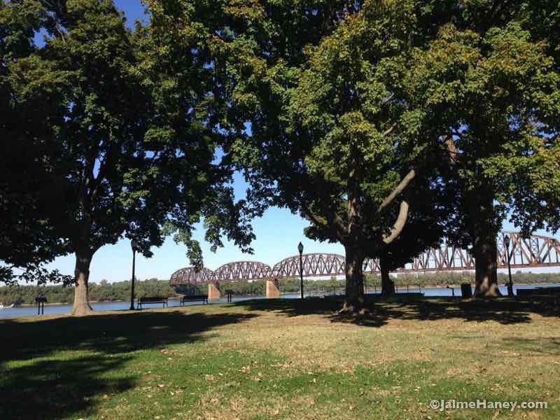 Railroad bridge over Ohio River in Henderson, Kentucky